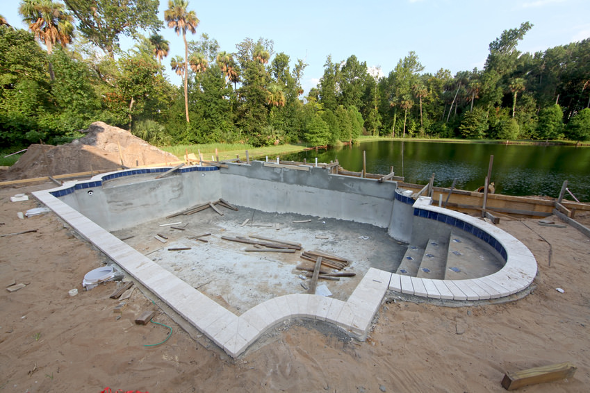 Pool construction mallorca paul robinson for Swimming pool installation companies